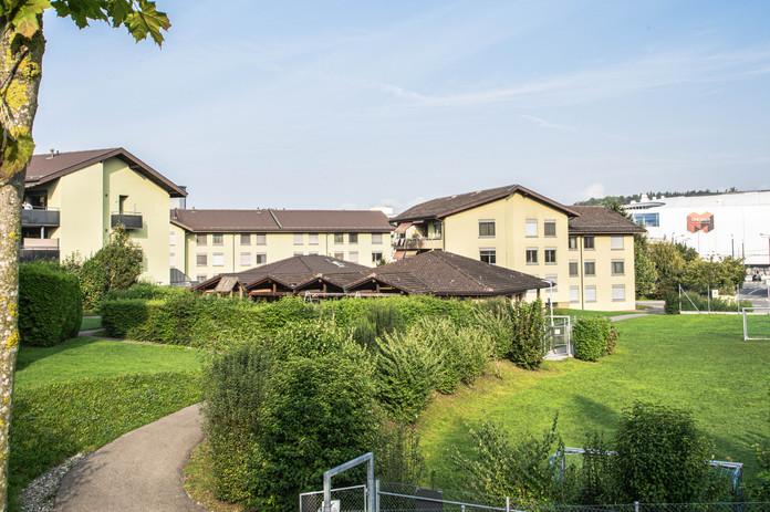 Fildernpark, Ebikon mit Sicht auf die Mall of Switzerland