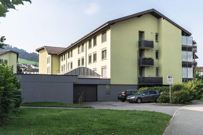 Fildernstrasse 6 und Eingangstor AEH Fildernpark 1, Ebikon