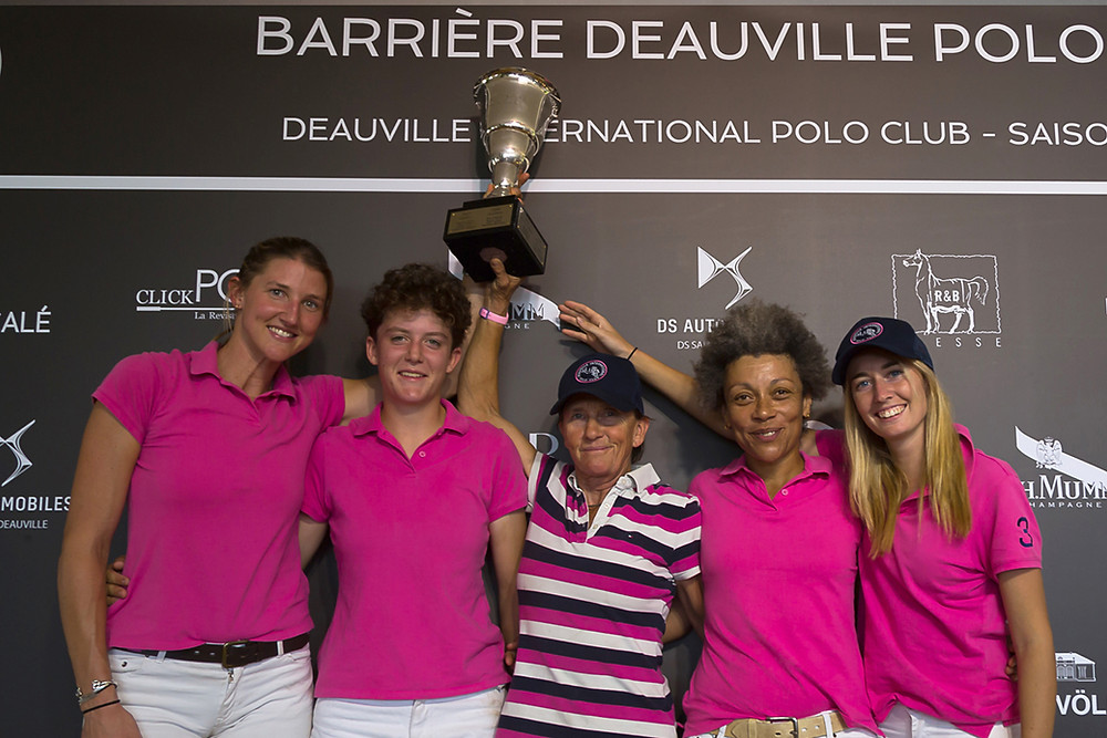 Rebecca Walters, Ambre Ploix, Caroline Anier, Françoise Okala (Cap.) et Clara Cassino