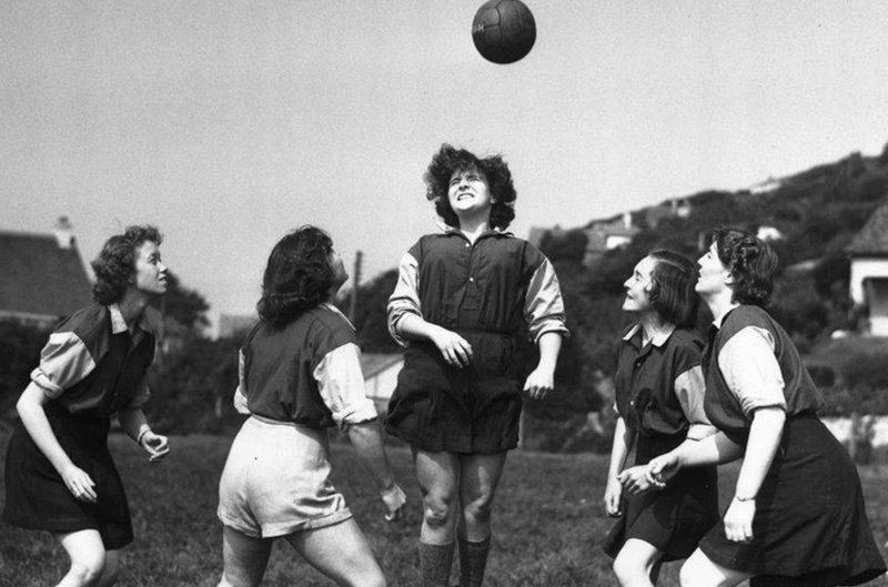 Women footballers.jpg