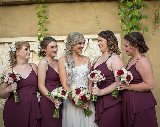 Leah and her beautiful bridesmaids! 😍 I