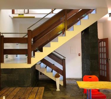 Escada de acesso ao 1º andar