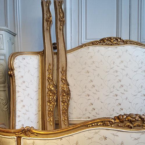 Lit en soie Louis XV en corbeille à huit pieds XIXe siècle
