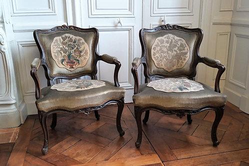 Paire de fauteuils époque Louis XV cabriolet XVIIIe siècle
