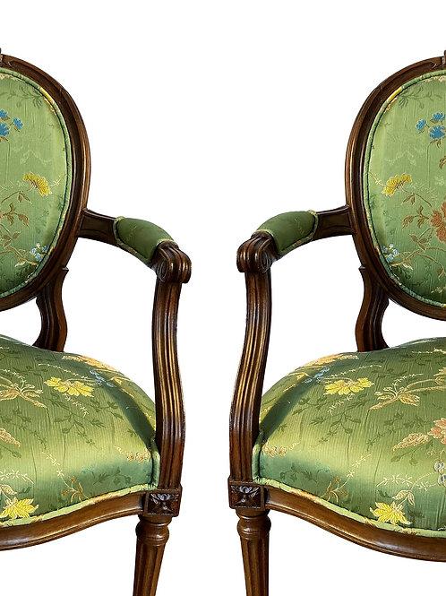 Fauteuils Louis XVI en brocart de soie
