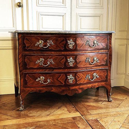 Grande commode Louis XV du XVIIIe siècle