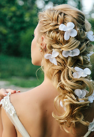 beautiful wedding hairstyle on light hai
