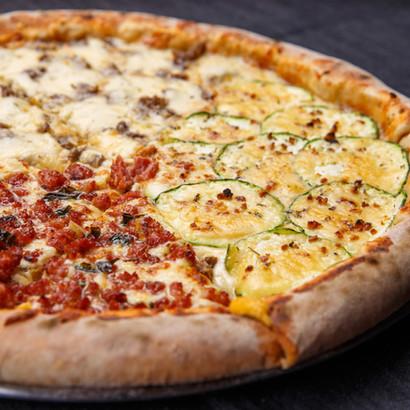 Pizza de Linguiça Blumenau, Abobrinha e Filé ao Quatro Qeijos