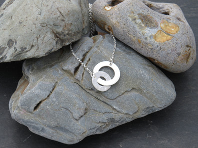 Interlinked silver, 1 hammered, 1 smooth on adjustable chain