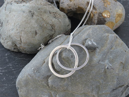Interlinked silver on long chain