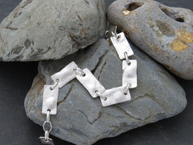 Reticulated rectangle bracelet