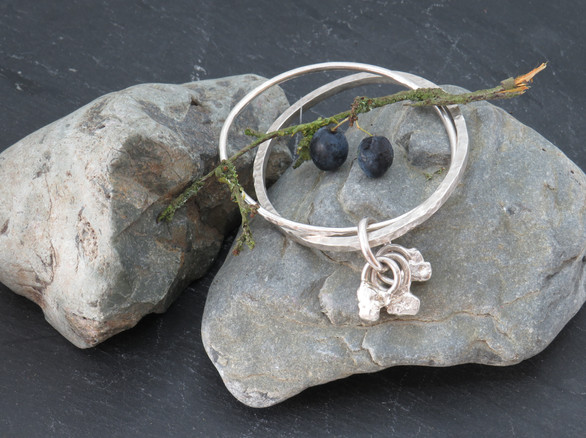 One hammered Square and one round wire joined with link and charms