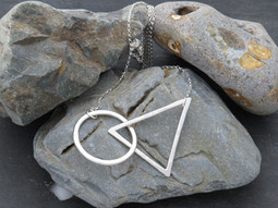 Hammered triangle and circle free flowing on long chain