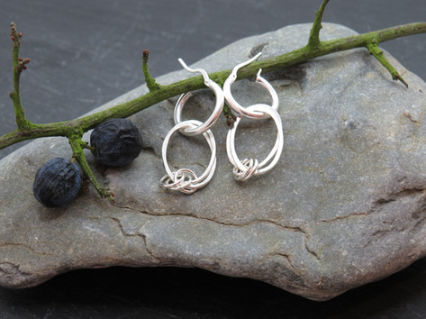 2 hammered oval links with chain links to join