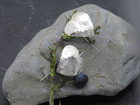 Large curved hammered hearts on fixed wire