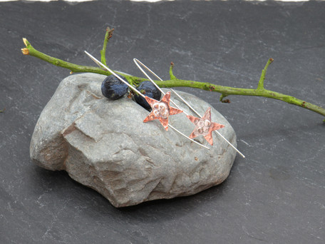 Shooting stars, very long silver wire with copper and silver stars