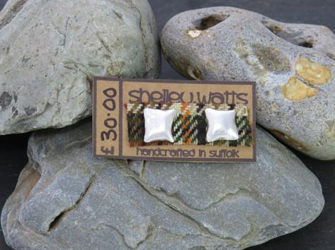 Medium square reticulated studs