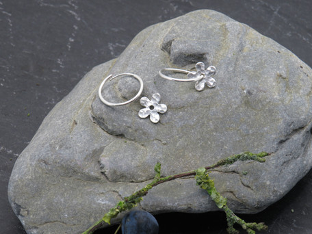 Tiny hammered daisy on continuous loop