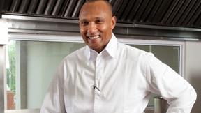 Conheça Coco Reinarhz, o chef burundiano que está em uma trilha para a culinária africana