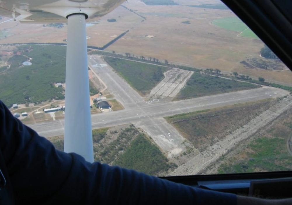 Aeroporto Fisantekraal – Imagem: Colin Gray