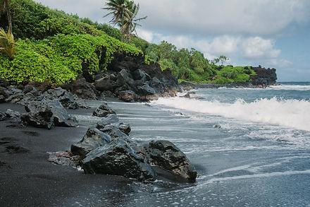 Honokalani Black Sand Beach (Road to Han