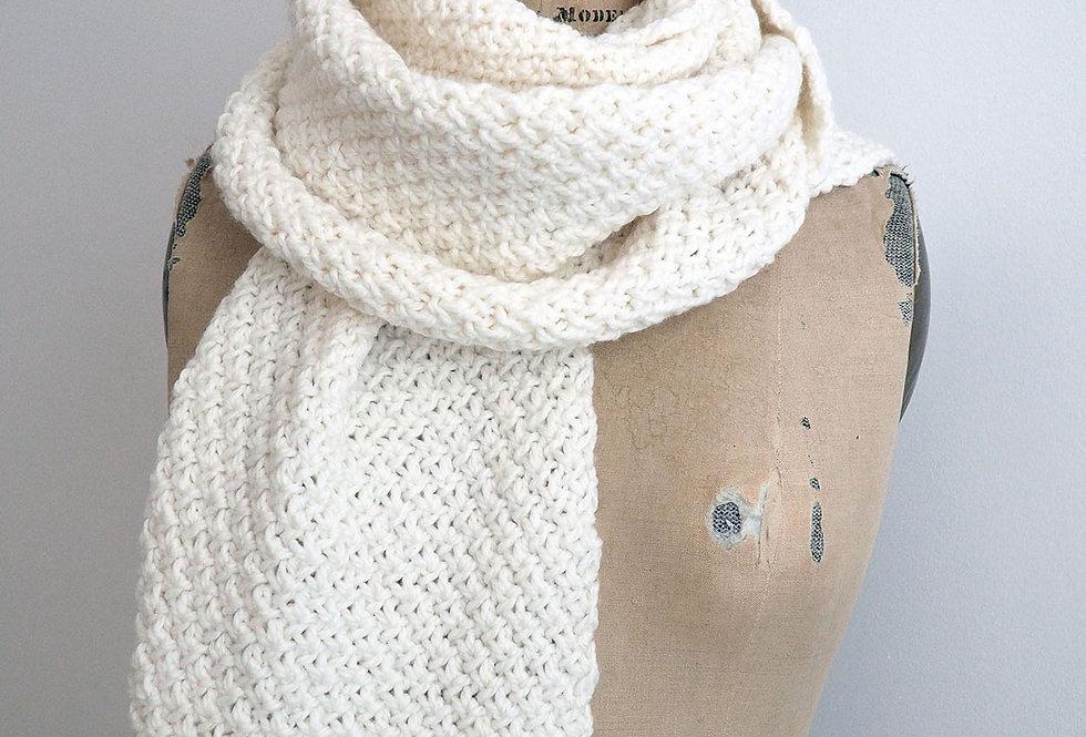 Foulard croisillons XXL tricoté par Valérie