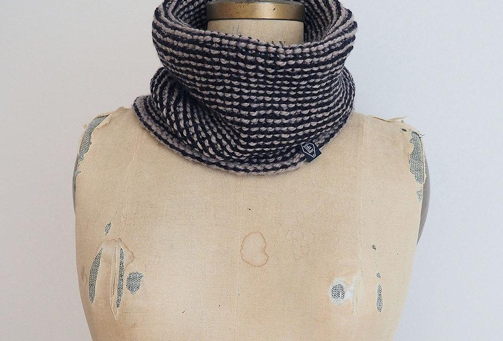 Col bicolore tricoté par Mamie-Lou