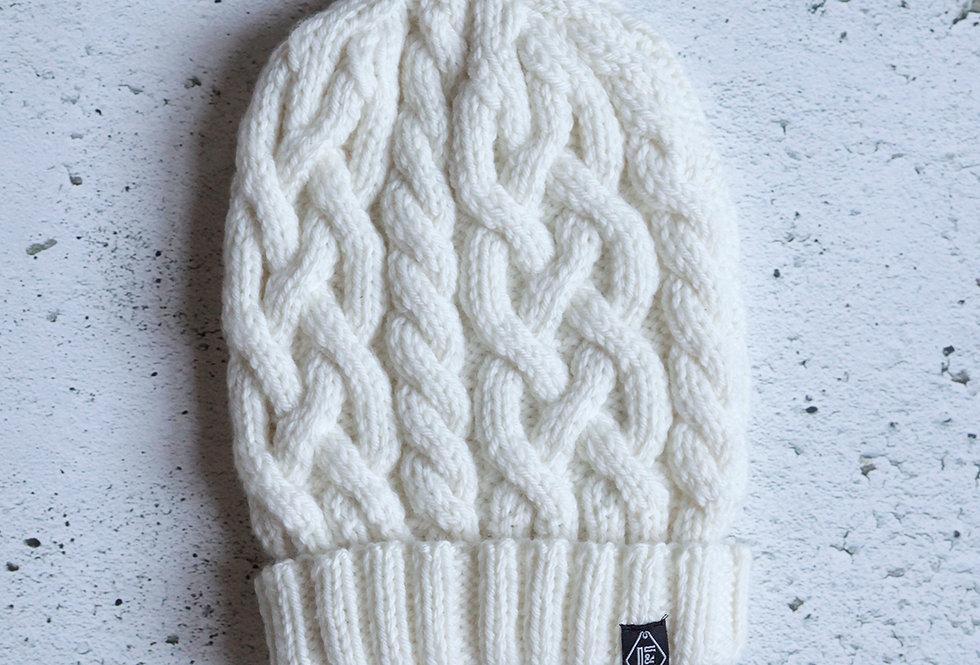 Tuque à torsades tricotée par Diane