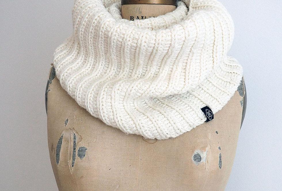 Col cannelé infini tricoté par Nicole M.