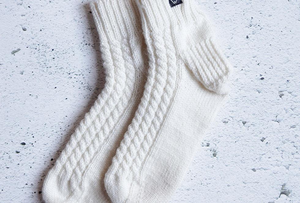 Bas courts à torsades tricotés par Mamie-Lou