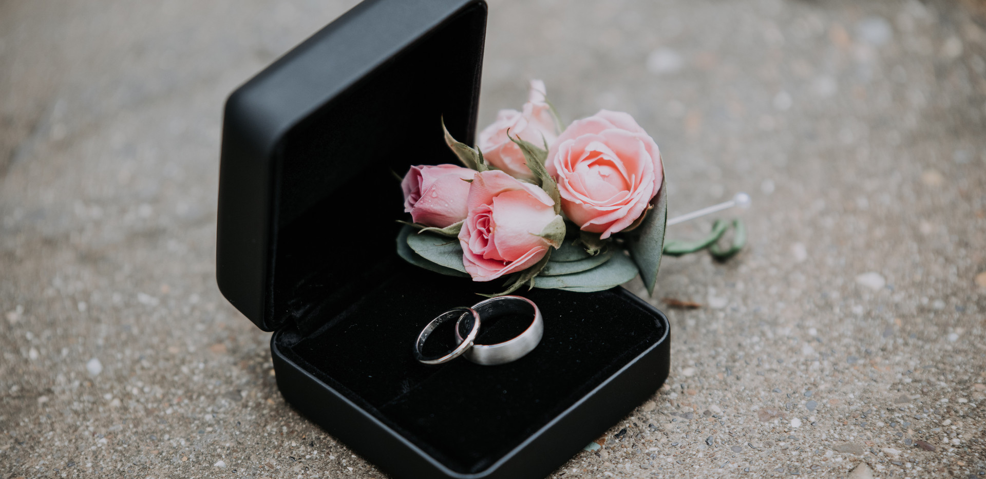 wedding rings and button holes