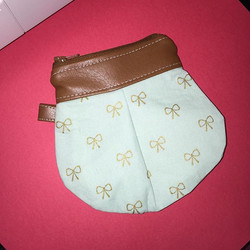 I'm not happy with the way this little coin purse came out, so leave a comment here and I'll (random