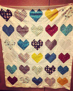 It's so purdyyyyyy! My first real quilt is coming together 😊 Pattern is from _robertkaufman 's webs