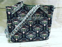 A beautiful _swoonpatterns #Alice tote that I finished last week! Love this pairing of fabrics by _h