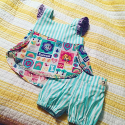 Who needs sleep when your darling daughter can wake up with a brand new outfit for MOPS tomorrow 😎�