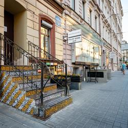 У нас собственный вход прямо с улицы Жуковского