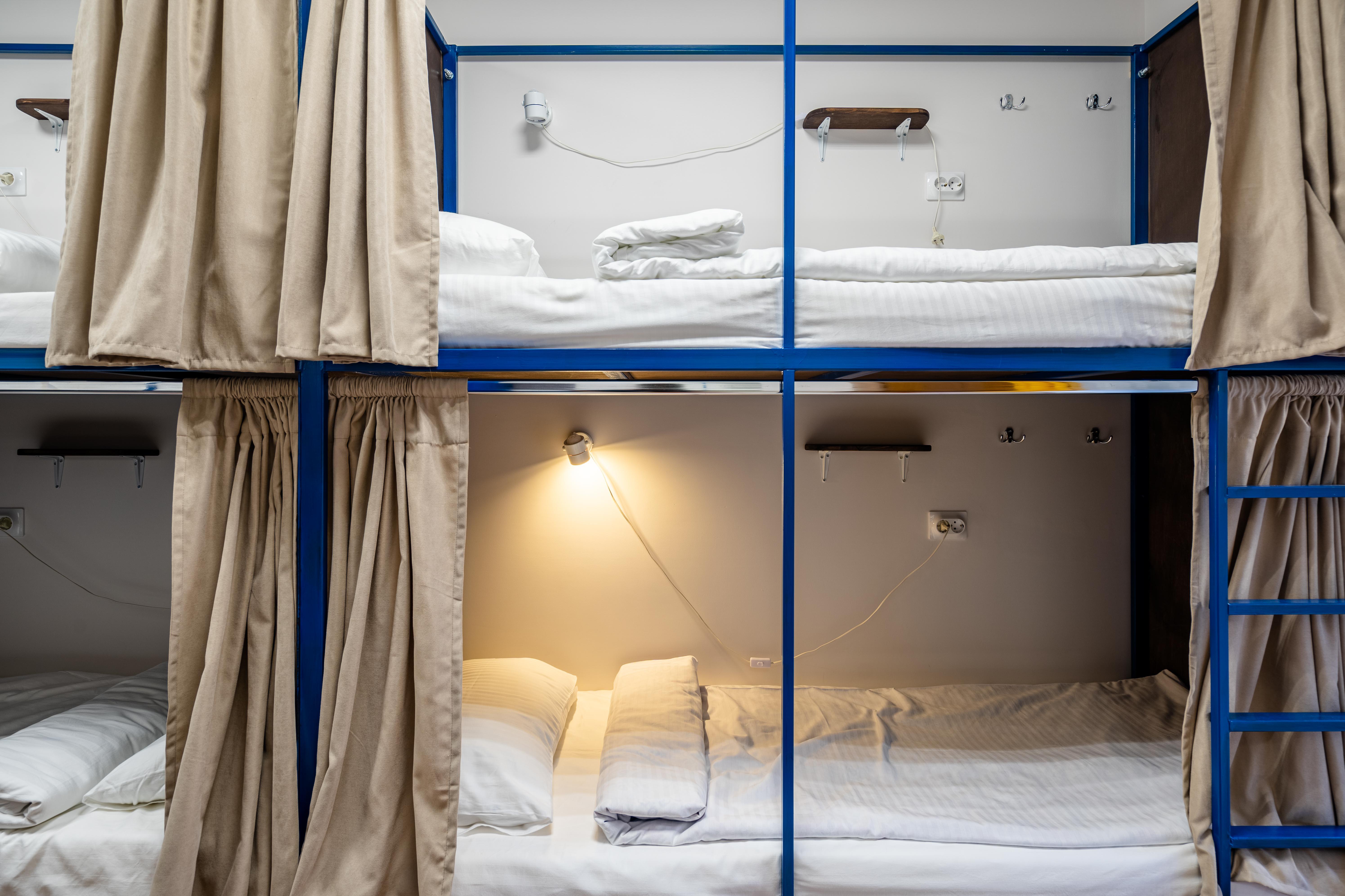 6-местная спальня только для девушек в BookCase Hostel