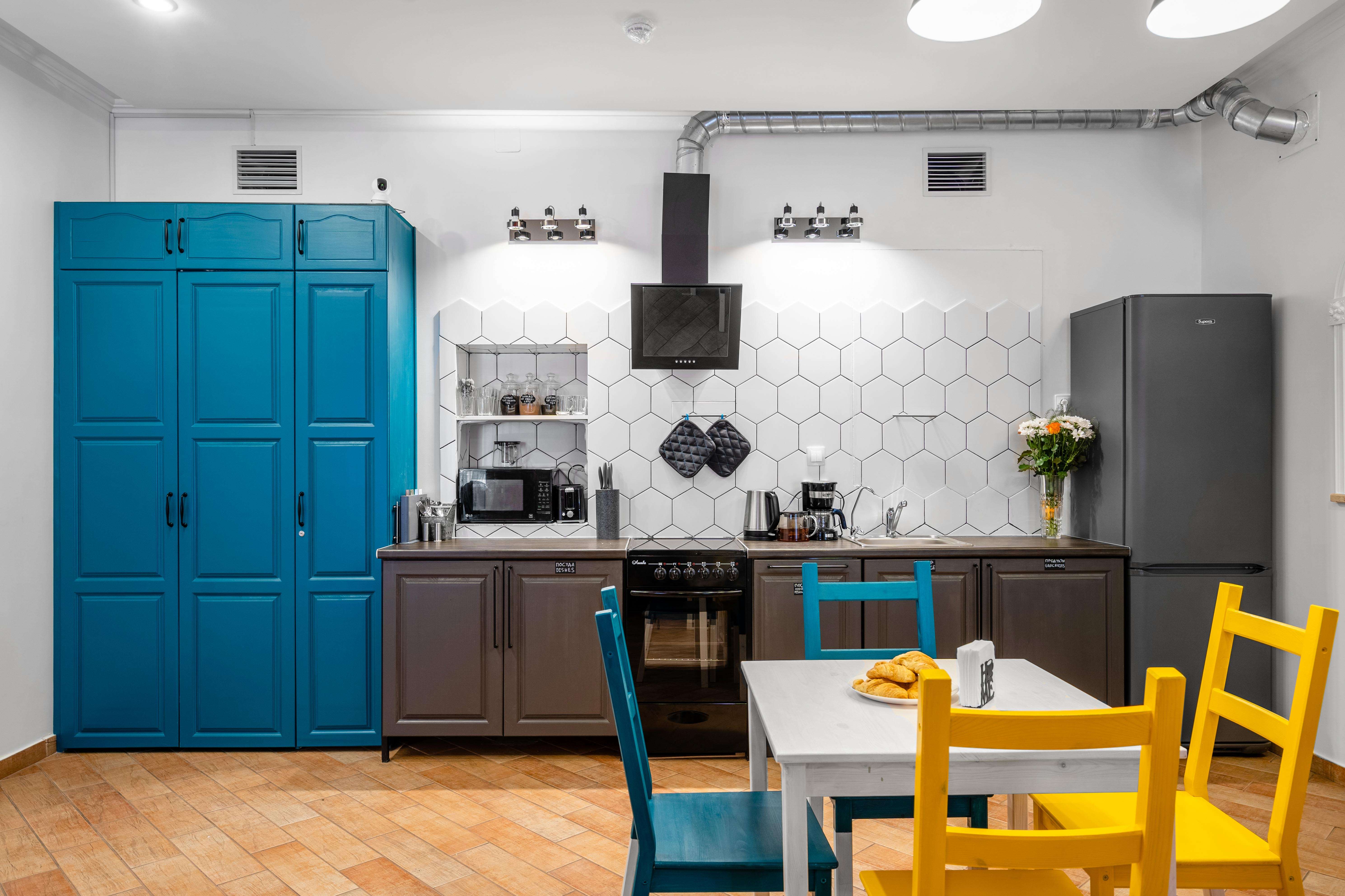 Общая кухня BookCase Hostel