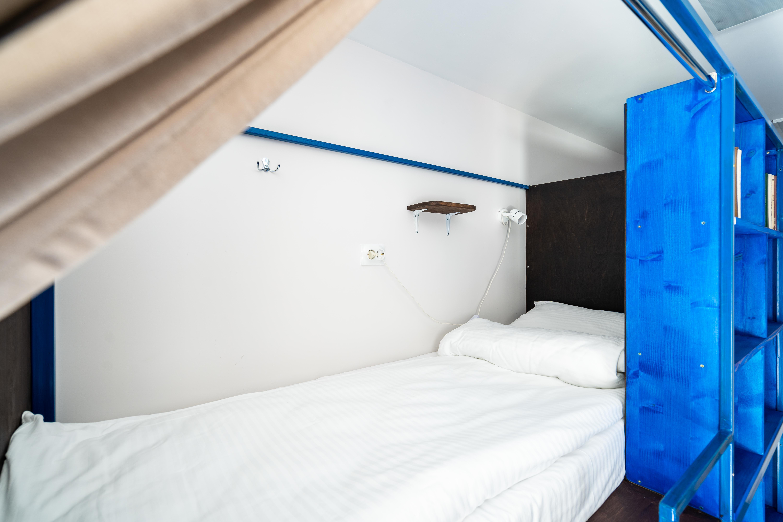 Так выглядят кровати в общих спальнях BookCase Hostel