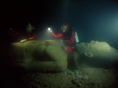 Cestas de frutas milenares intactas são localizadas em ruínas de cidade submersa do Egito