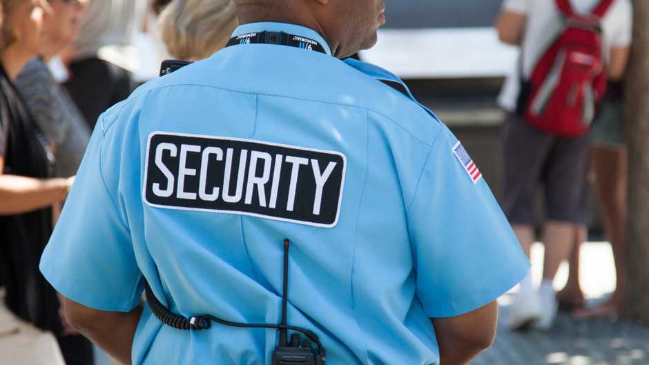 IMPORTANCE OF HIRING A PROFESSIONAL SECURITY GUARD