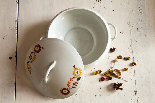 soupi re en porcelaine de limoges france des ann es 1950 70 vaisselle ancienne france. Black Bedroom Furniture Sets. Home Design Ideas