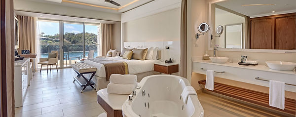 Luxury-Junior-Suite-Ocean-View_3289.jpg