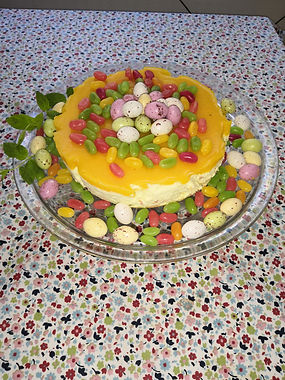 Appelsiini-persikka tuorejuusto kakku Pääisäiseksi