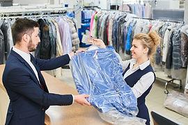 Überlassen Sie uns Ihre Oberhemden. Wir reinigen und bügeln Ihre Hemden gründlich, schnell und zuverlässig.  Qualität die überzeugt!