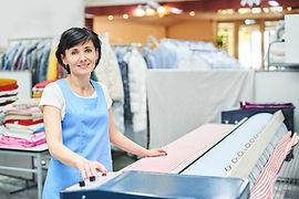 Wir bieten umfangreichen Service für gewerbliche und private Kunden rund um die Pflege & Reinigung von Textilien.  Gerne beraten wir Sie persönlich!