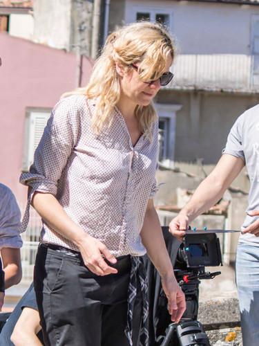 """Lucilla Mininno (Direttore Artistico MFF 2018) - Nata a Bari in una domenica di giugno e laureata, con il professore Alberto Abruzzese, in Sociologia – Comunicazioni e Mass Media (La Sapienza – Roma – 2001), Lucilla Mininno ha studiato drammaturgia con la scuola Holden di Alessandro Baricco (Enzimi 2001),  sceneggiatura presso la RAI (Script 2003), nonché Riprese e Montaggio presso Scuola di Cinema di Roma (2008). E' inoltre diplomata, in qualità di attrice, al triennio di formazione dell'attore e del regista del Centro Internazionale La Cometa (Roma, classe 2001) e, tra il 2011 e il 2012, ha seguito un percorso di perfezionamento come sceneggiatrice con la Bottega Finzioni di Carlo Lucarelli. Lucilla Mininno è autrice dei cortometraggi """"Bramando Brema"""", """"La Famiglia"""", """"Prigioni"""" e """"Munnezza"""". E' autrice inoltre di """"Endless"""" (http://www.endlesstheseries.com/), serie di successo internazionale, e della sua opera prima di lungometraggio """"Solo No"""", di cui è appena stata chiusa la post-produzione. Dal 2013 è Direttore Artistico del MitreoFilmFestival e dal 2014 assiste il Presidente Roberto Zaccaria nella direzione del concorso per cortometraggi """"Fammi Vedere"""", promosso dal CIR e per il quale ha prodotto i cortometraggi """"Nuru"""" e """"The Question"""". E' autrice delle drammaturgie, già messe in scena, """"Il buco, o A cavallo della tomba"""", """"Anna e Lara"""", """"San Valentino"""", """"Chi gira, chi si ferma. L'ora dei bottoni"""", """"Il nostro viaggio"""" e """"Malwen"""" ed è co-drammaturga con Duccio Camerini de """"I sonetti di Shakespeare"""". E' autrice e regista degli spettacoli """"Frankenstein"""", """"Ofelia e Gertrude. Al suon di-vino"""", """"Così, più non andremo"""". In qualità di attrice, dal 2011 Lucilla Mininno lavora stabilmente con Monica Guerritore, debuttando al Festival di Spoleto nel suo spettacolo """"Mi chiedete di parlare"""". Con lei è attualmente impegnata nello spettacolo """"Mariti e Mogli"""". Per la stessa Monica Guerritore, è regista assistente nonché curatrice della sezione video in tutti gli spettacoli in cu"""