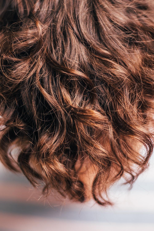 piękne włosy kręcone