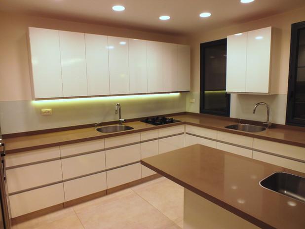 Modern two tone island kitchen