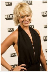 Nicolette Hart Rent step n repeat.jpg